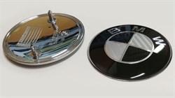 Эмблема на капот BMW карбон черный (Б) (83мм) - фото 69379